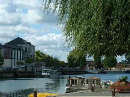 Les quais Hennessy / © Charente Tourisme